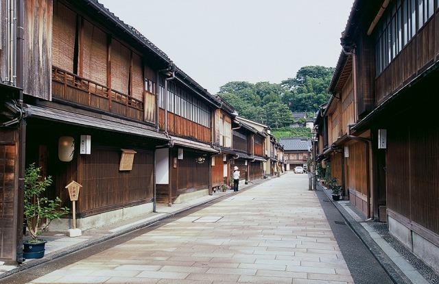 [日帰り]ノスタルジックな街並み 近江町市場とひがし茶屋ぶらり散策【Go to トラベル対象】